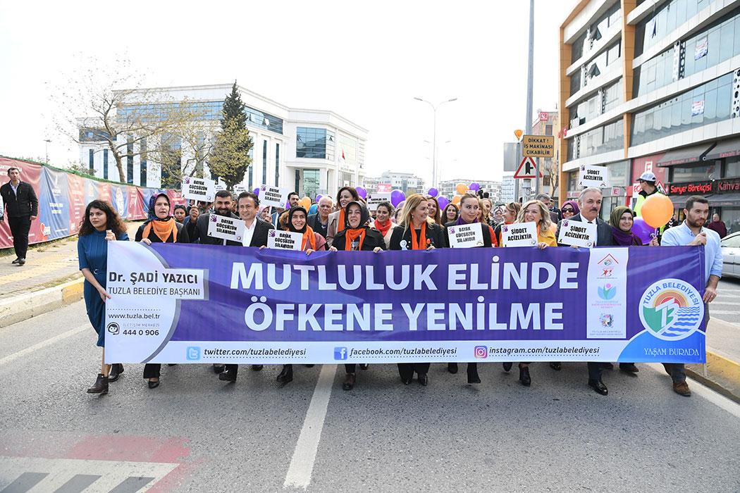 """25 Kasım Dünya Kadına Yönelik Şiddetle Mücadele Günü'ne, Tuzla Belediyesi """"Mutluluk Elinde Öfkene Yenilme"""" başlığı ile çeşitli etkinliklerle dikkat çekti."""